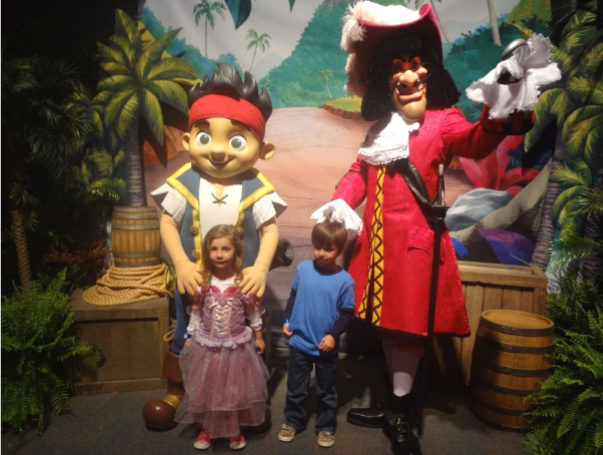 jake and the never land pirates spanish español disneyland