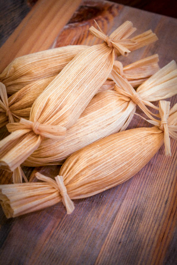 cocount pineapple sweet tamales recipe - muybuenocookbook.com