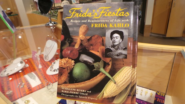 Frida Kahlo felices fiestas cookbook recibes